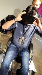 Virtual Reality auf dem Rollstuhl mit Zombie-Simulation
